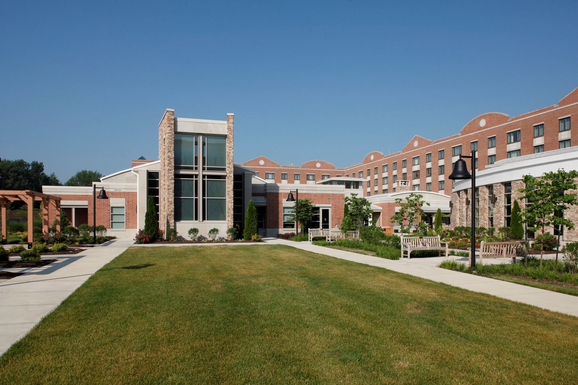 THW | Marquette | Courtyard | Senior Living Design