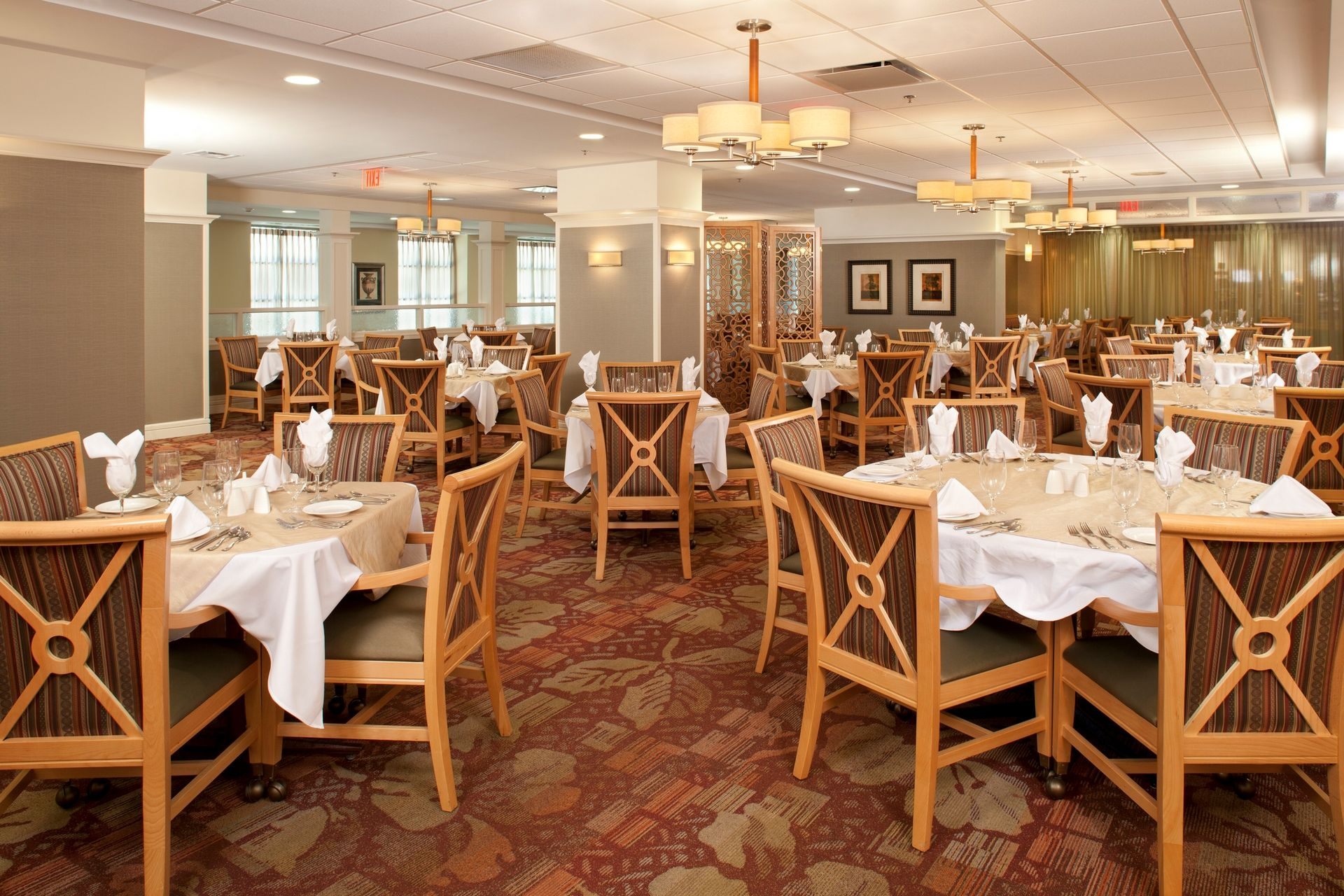 THW | Marquette | Dining Room | Senior Living Design